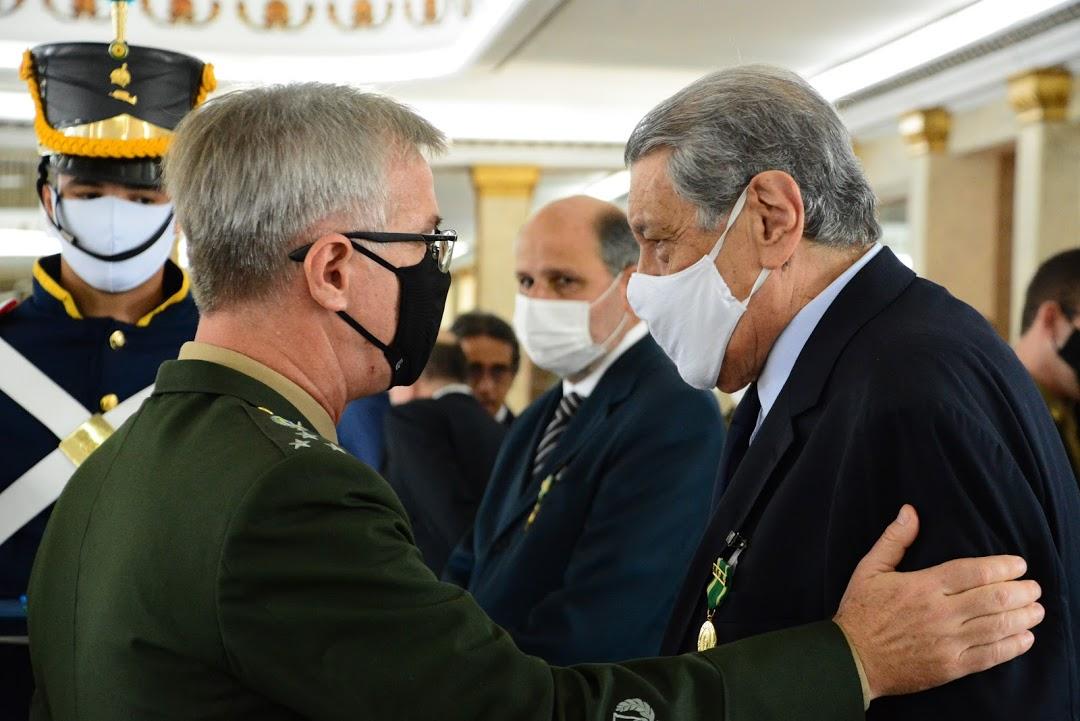 Honraria – Presidente do SindilojasRio e do CDLRio recebe a Medalha do Exército Brasileiro